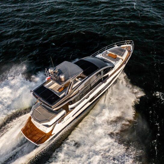 """""""Jeszcze więcej luksusu na Galeon 700 Skydeck"""" Jachting Motorowy"""